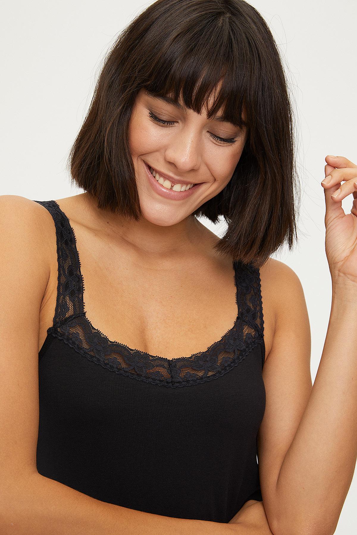 1286 Lycra Strappy Lacy Ladies Undershirt